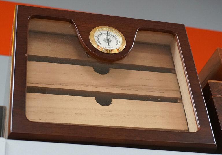 tabak-oase-hechingen-zigarrenkiste-mit-hygrometer